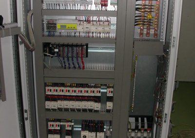Interieur d'une armoire de commande | FAECE